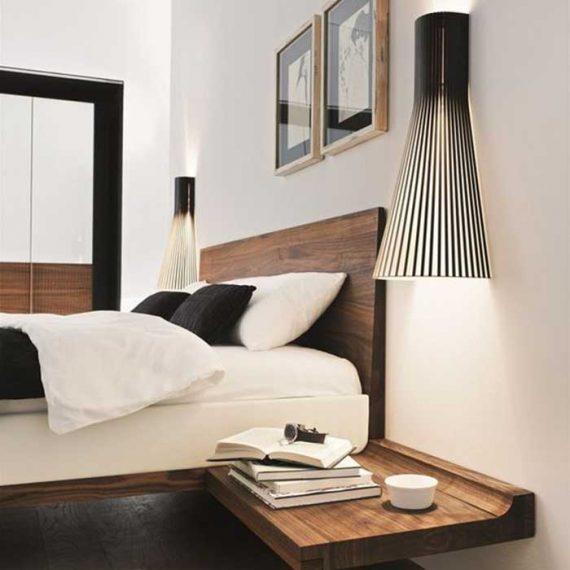 Secto Designin seinävalaisimissa yhdistyy kauniisti puun pehmeys ja mustan laminaattipinnan kovuus. Muodokas valaisin toimii kauniina tunnelmavalaisimena.