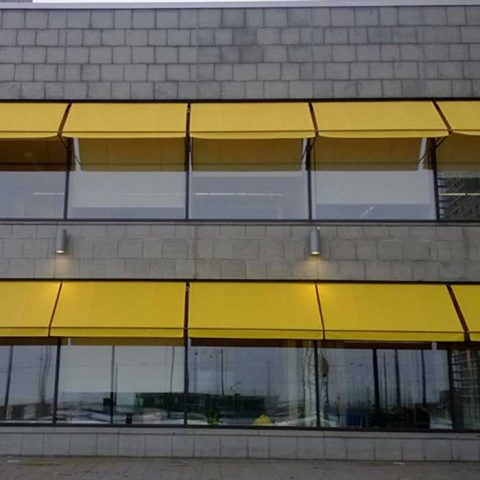 Apollokasetti-ikkunamarkiisi.