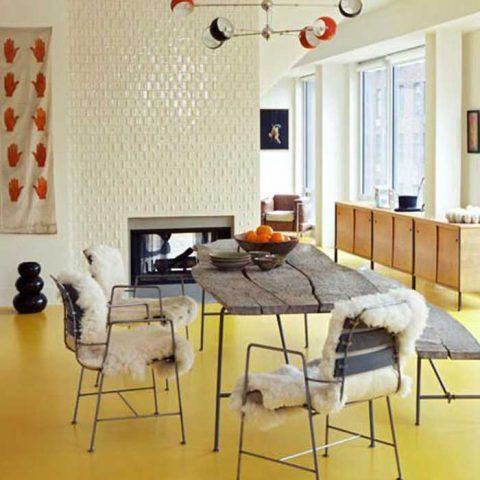 Uskaltaisitko sinä laittaa kotiisi värillisen lattian? Vaatii rohkeutta, mutta toimii! Vai mitä?
